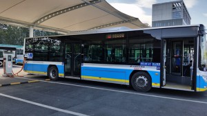 EV bus charging in Xiaoying Charging Complex (PRNewsFoto/Microvast)
